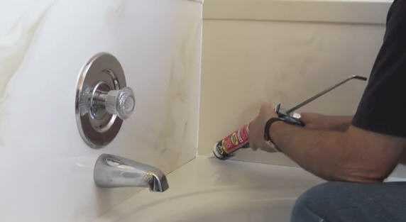הלבשת אמבטיות ללא שבירת קירות